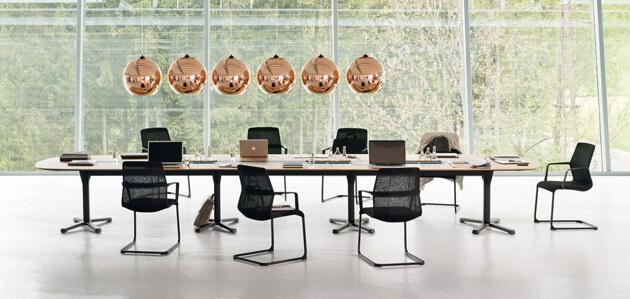Konferenztisch flexibel in Ausstattung und Oberflächen