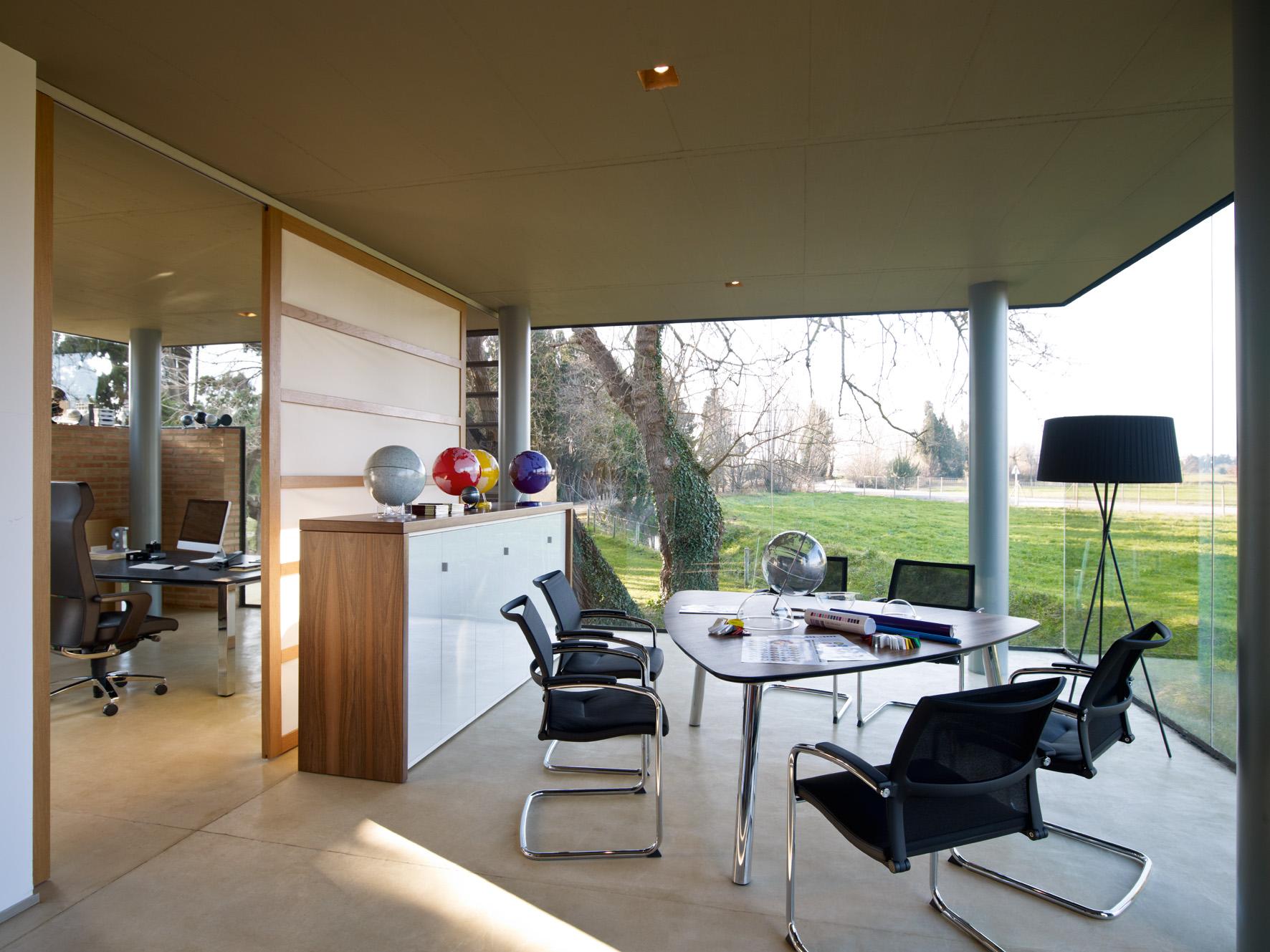 konferenzstuhl open up freischwinger mit netzr cken. Black Bedroom Furniture Sets. Home Design Ideas