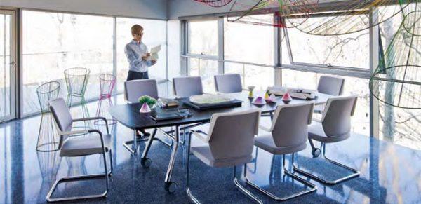 Konferenz-Falttisch mit acht Personen