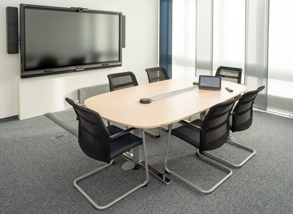 Konferenzstühle paro mit Netzbespannung der Rückenlehne