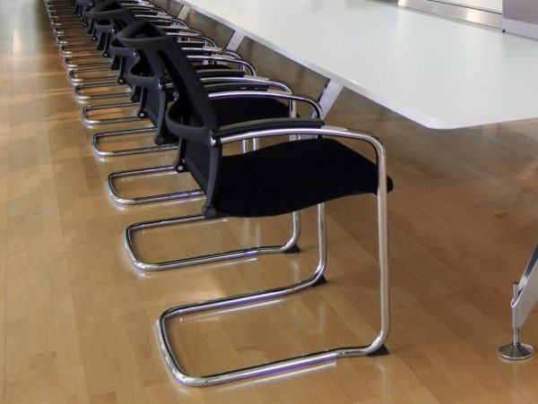 Konferenzstuhl Open up mit Griffbuegel