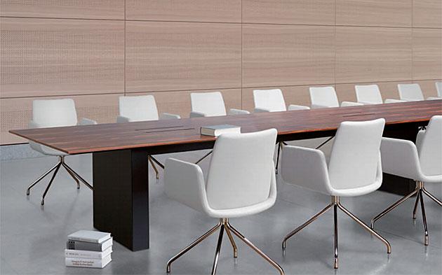 Konferenztisch comm mit Gestell als Sockel oder Wange