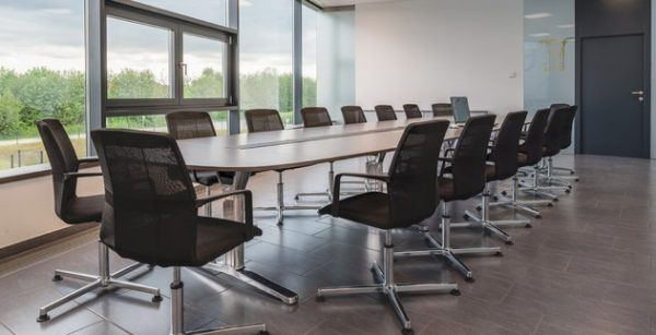 pulse Konferenztisch für 16 Plätze mit Konferenzsessel