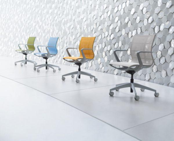 Konferenzstühle sejoy in gruen, blau, orange und grau