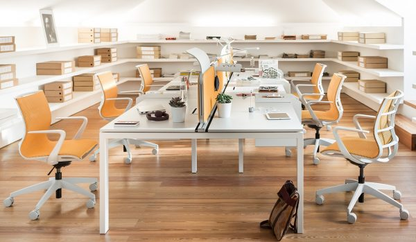 Konferenzstühle sejoy weiss orange für Teamarbeit
