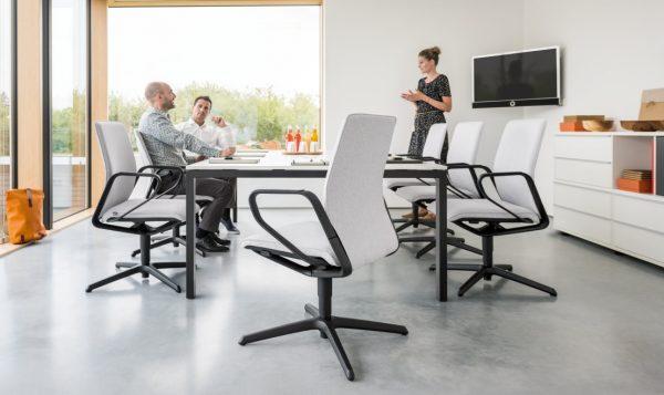 Konferenzstuhl drehbar, seline mittelhohe Rückenlehne in grau und schwarz