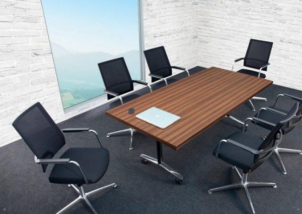 Konferenzdrehstuhl anteo am Konferenztisch mit T-Fuss-Gestell