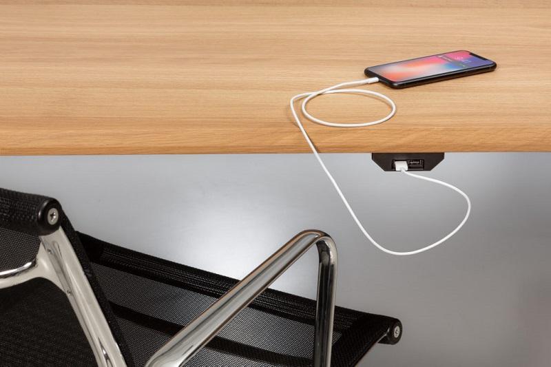 USB Ladeadapter für lynx Konferenztisch unter Tisch montiert