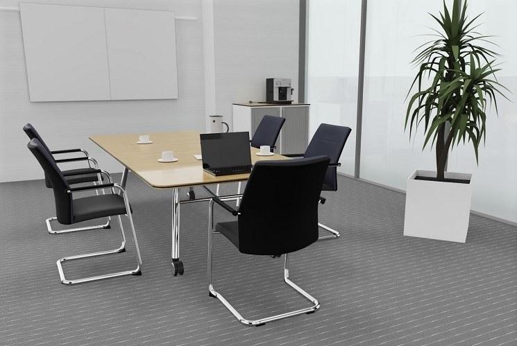 Konferenztisch fold kombiniert mit paro Freischwinger mit Polsterrücken